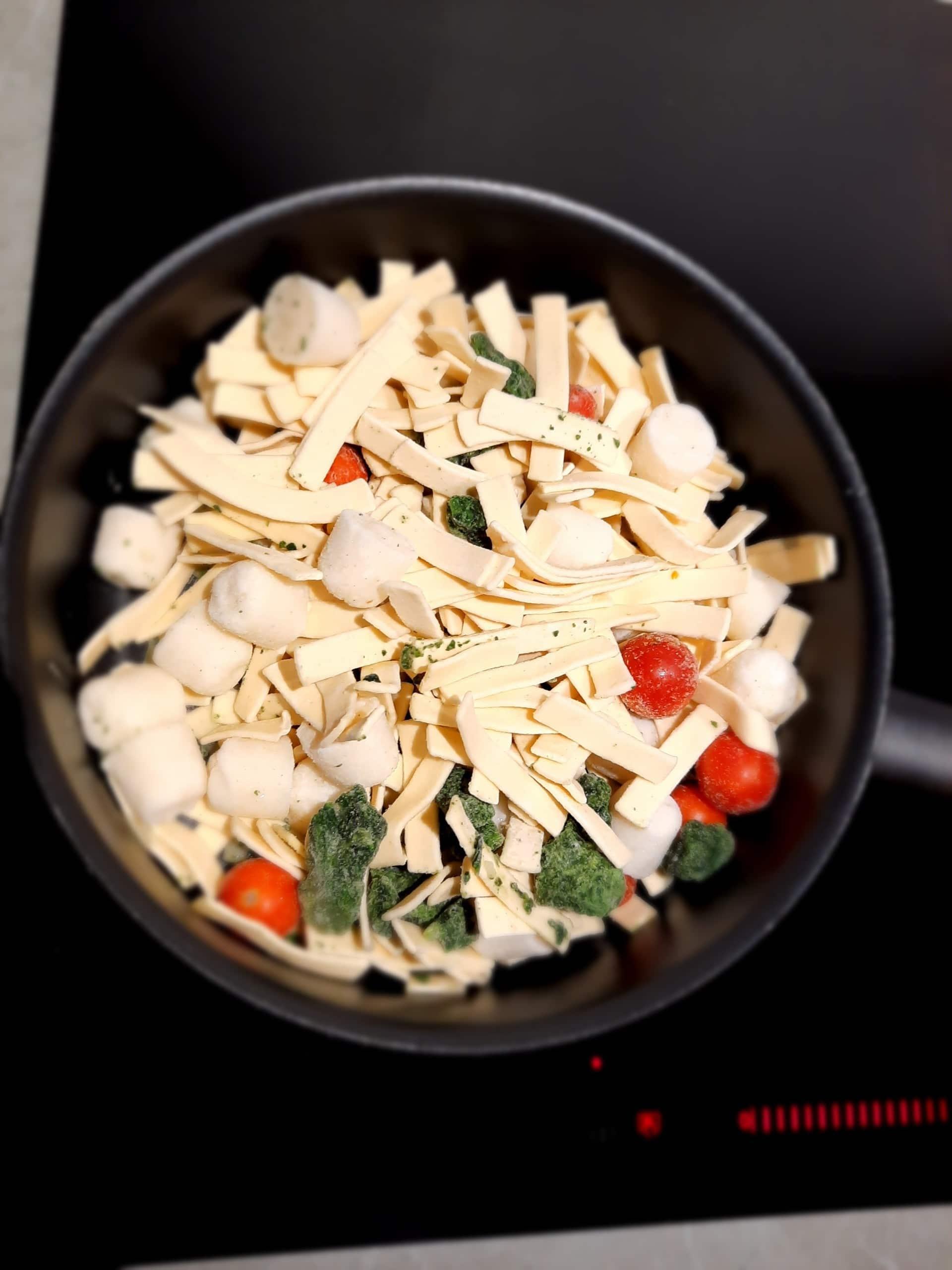 Diepvries pasta van Lidl in pan